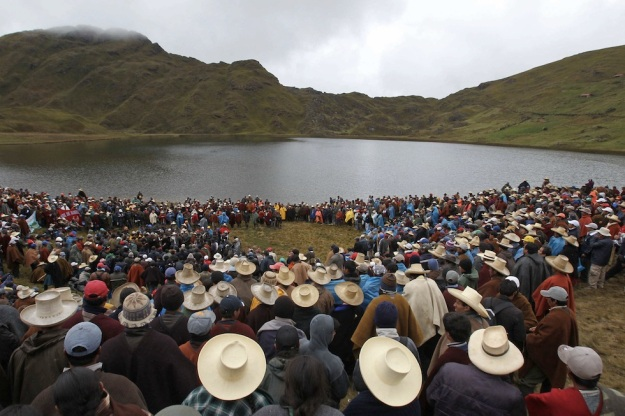 A popular assembly at Lake Perol in November, 2011. Photo credit: EFE/Paolo Aguilar