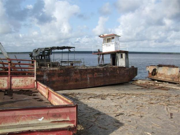 Chinde_Rusting_boats
